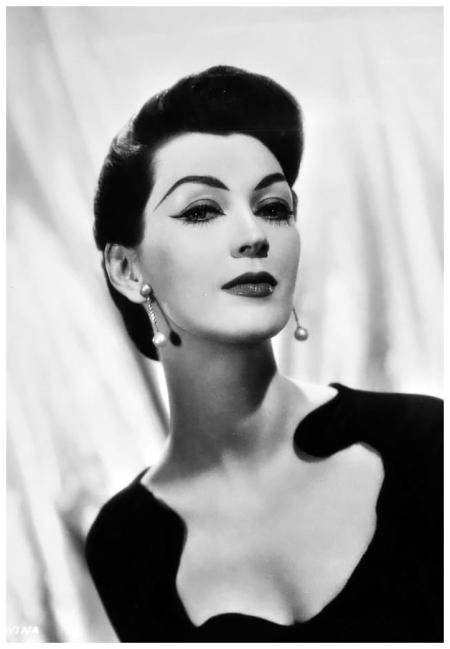 """Dovima 1957 """"Funny Face"""" Paramount Studios – Photo by Bud Fraker"""