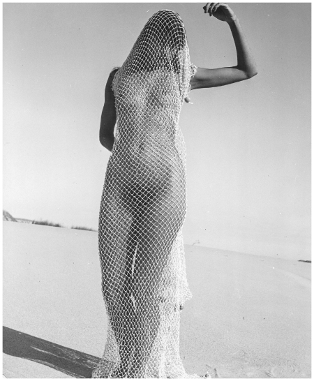Nude in Net, 1940
