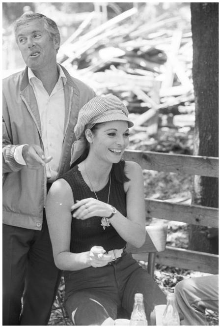Elsa Martinelli e Luciano Salce durante una pausa della riprese di %22Come imparai ad amare le donne%22 (Luciano Salce, 1967) Photo Angelo Frontoni