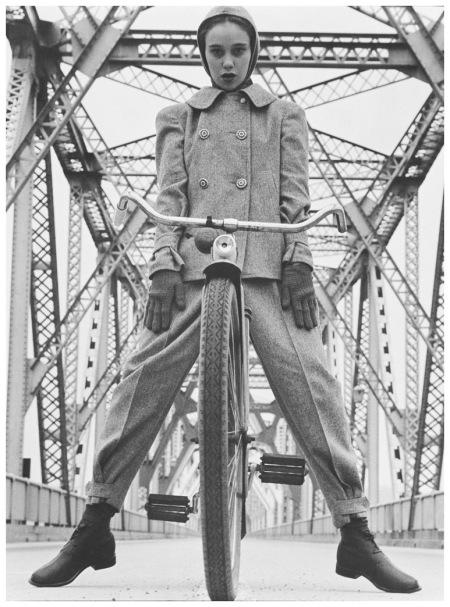 Model Beth Wilson at the Rip Van Winkle Bridge on the Hudson, New York 1946 Photo Hermann Landshoff