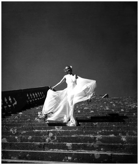 Model Cora Hemmet on the Grand Versailles Staircase 1934-38 Photo Hermann Landshoff