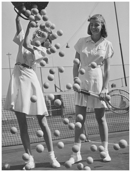 Models Wanda Delafield and Peggy Lloyd, New York 1946 Photo Hermann Landshoff