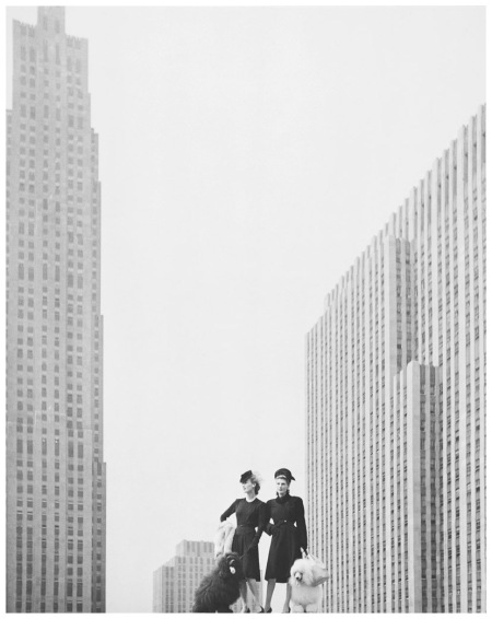 On the roof terrace of Saks Fifth Avenue, New York 1942-1946 Photo Hermann Landshoff