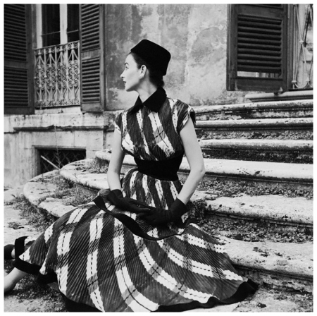 One of the top models in the 1950s and 1960s, Dorian Leigh worked for the Ford Modeling Agency. Here she models a sweeping wide-plaid gown by Giovannelli-Sciarra 1952 Photo Genevieve Naylor