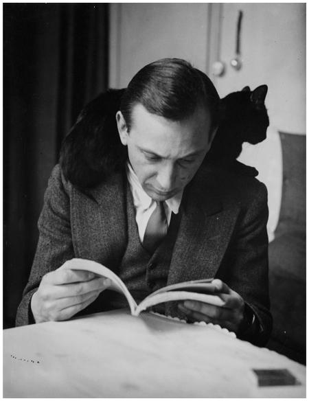 Self-portrait with chat noir, Paris, 1925-1935 ANDRÉ KERTÉSZ