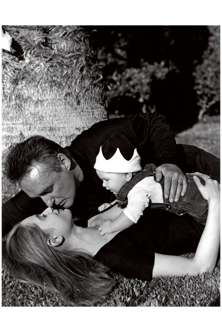 Dennis Hopper and Katherine LaNasa with their son, Henry Lee Hopper 1992 Photo Bruce Weber