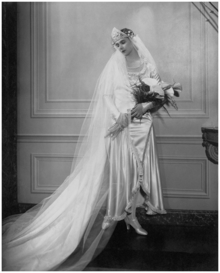 Peggy Fish wears satin and net bridal gown, 1926 Condé Nast Archive:Corbis