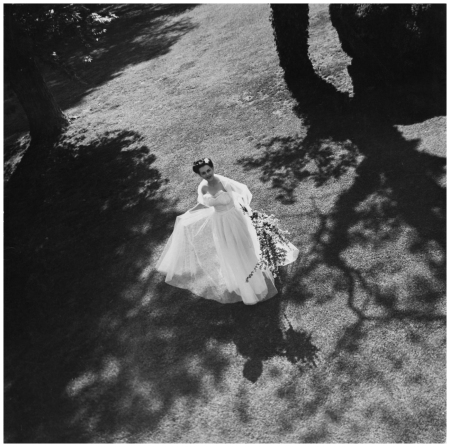 Strapless wedding gown, 1936 Photo Toni Frissell
