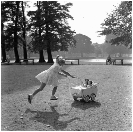 Amsterdam 1956, girl with doll carriage in the Vondelpark Photo Maria Austria