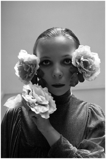 Cecil Beaton photographs 14 Aeppli figures, Vogue, October 1972, with Penelope Tree