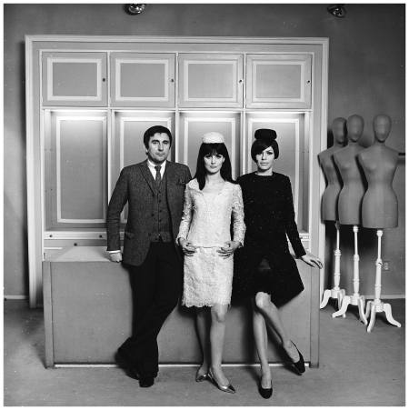 Dick Holthaus and models 1965 Photo Paul Huf