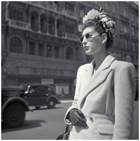 London 1947 fashionable lady with sunglasses and bow in her Photo Maria Austria