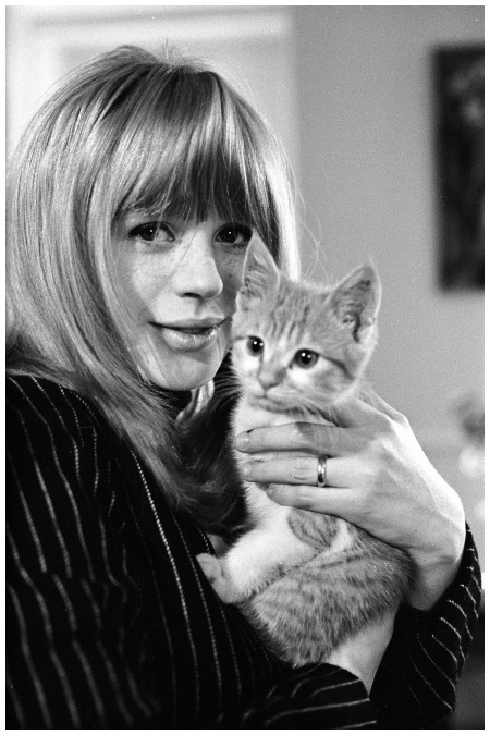 Marianne Faithfull In a portrait from a private photo shoot in 1966, the British singer couldn't look happier John Hoppy Hopkins:Getty Images
