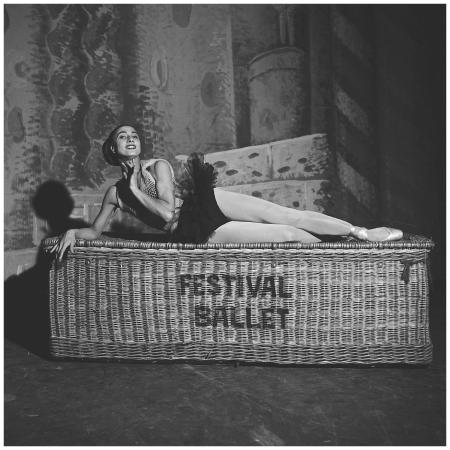 Parigi 1953 ballerina Nathalie Leslie Krassovska del London Festival Ballet al Théâtre de l'Empire Photo Fred Brommet