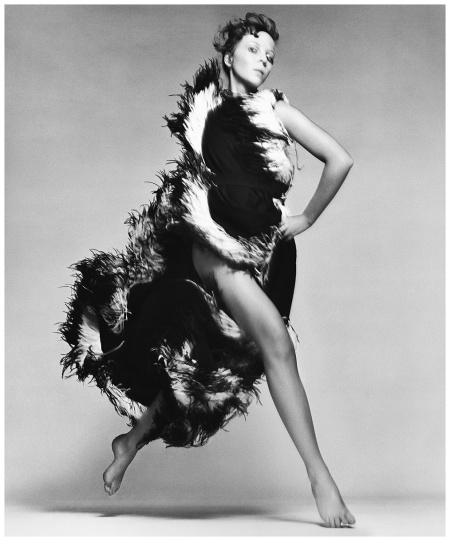 Penelope Tree, wear Lanvin,  Ara Gallant, studio  París, jan 24, 1968 Photo Richard Avedon