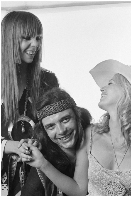 Photographer David Bailey with girlfriend Penelope Tree (left) and Britt Ekland 1965 ca Getty Archive