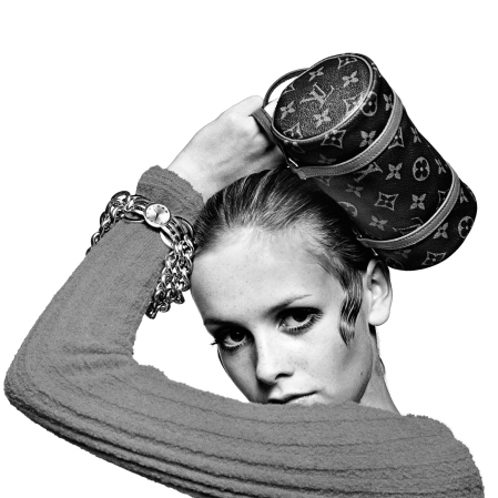 Twiggy Holding Louis Vuitton Bag 1967 - Photo Bert Stern