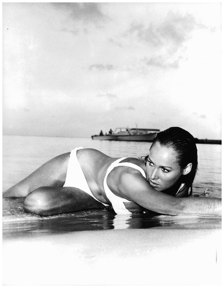 Ursula Andress on the set 'James Bond Dr. No' de 1962