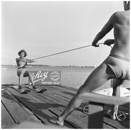 Vinkeveen 1953 woman gets lesson in water skiing Photo henk Jonker