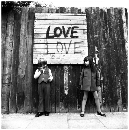 Charly and Peter Salmon modelling childrenswear, 1968 Love Sign, 1968 Photo Brian Duffy