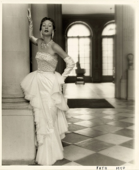 Henry Clarke, vestido de noche de Jacques Fath Otoño-Invierno 1949-1950