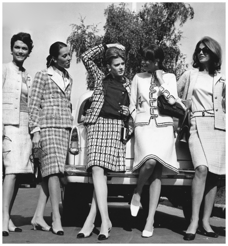 Mademoiselles team of house modelss in Moscow for the second Chanel Show - Photo Trepetov, Sept 1967