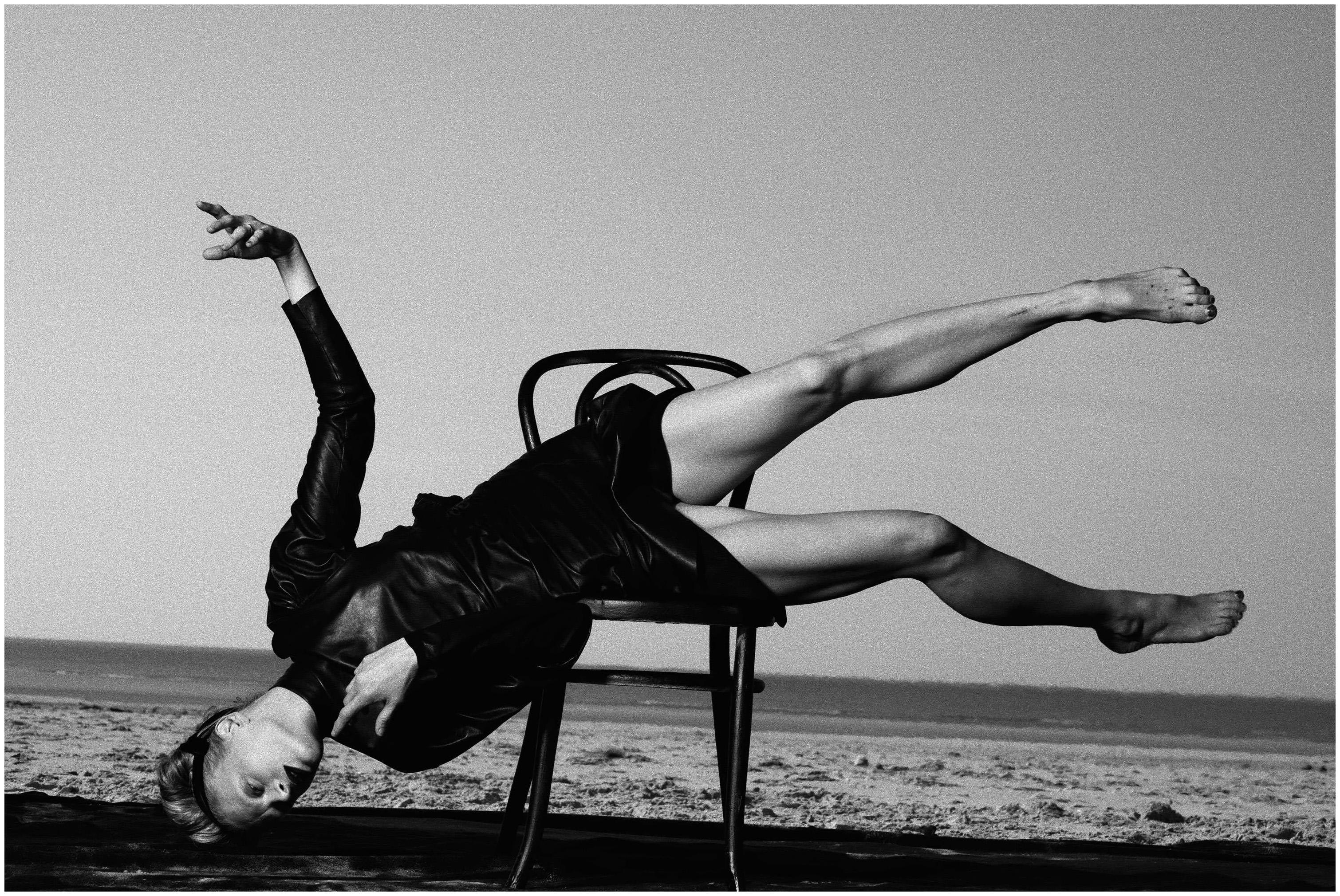 Versace Chair Kristen Mcmenamy 169 Pleasurephoto Room