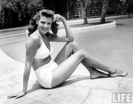 Screen beauty Rita Hayworth suns herself at Hollywood pool 1946
