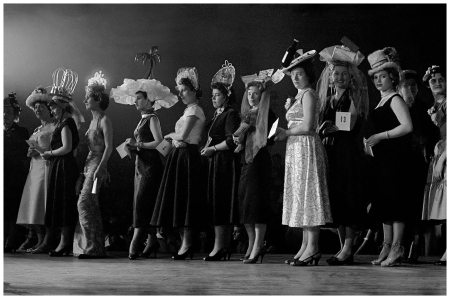 Hat competition Paris, 1956 Photo Frank Horvat