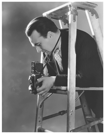 roger-schall-taking-photograph-from-ladder-photo-lusha-nelson-vogue-1941