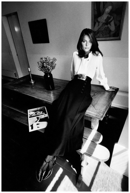 Charlotte Rampling, mode Yves Saint Laurent,Paris, Vogue France, 1970 © Jeanloup Sieff.