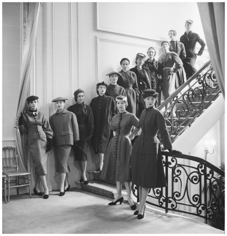 Collection Haute Couture automne-hiver 1953, ligne VivantePhoto Mark Shaw