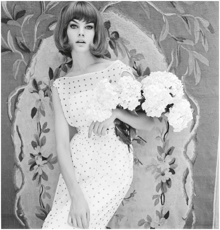 Jean Shrimpton modelling a dress, 1961 b - Photo John French