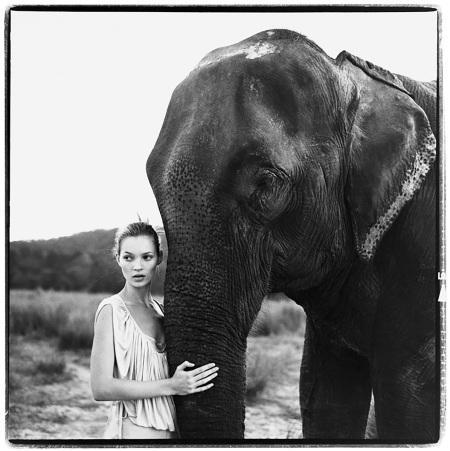 Kate Moss, Nepal, VOGUE UK, 1994 Photo Arthur Elgort