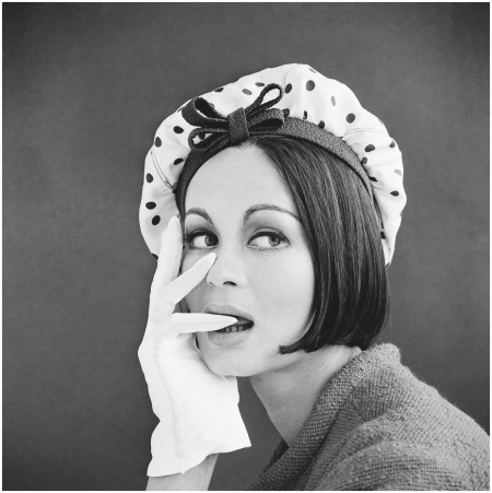 Marie Lise Gres with a spotted bonnet, 1960s - Photo John French
