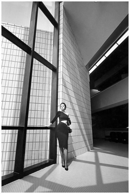 Sylvie Barin, robe Angelo Tarlazzi, musée D'Art contemporain, Dunkerque, France,Vogue France, 1984©Jeanloup Sieff.