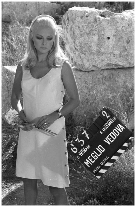 Virna Lisi sul set di %22Meglio vedova%22 (Duccio Tessari, 1968) a1