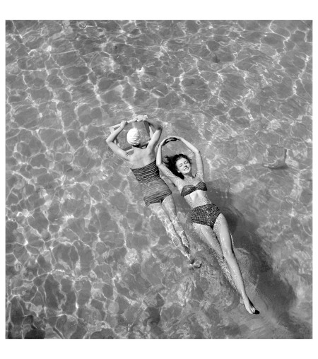 Bathing suit models in swimming pool October 1948 Photo Toni Frissell