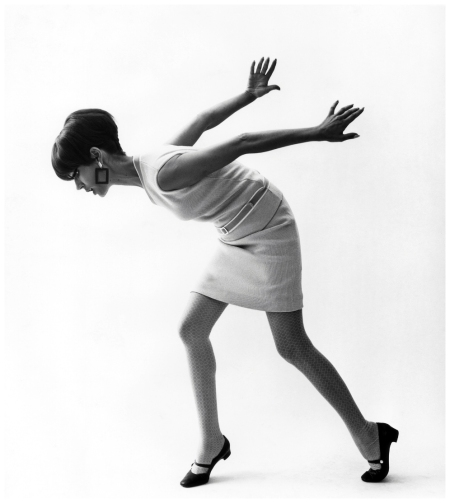 Simone D'Aillencourt, mini dress by Falke Fashion 1967 Photo FC Gundlach copia