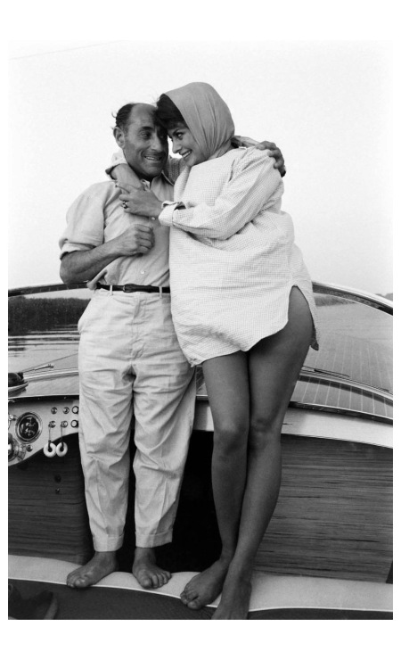 Sophia Loren and LIFE's Eisenstaedt during a boating jaunt off the coast of Naples, 1961 - Photo Alfred Eisenstaed