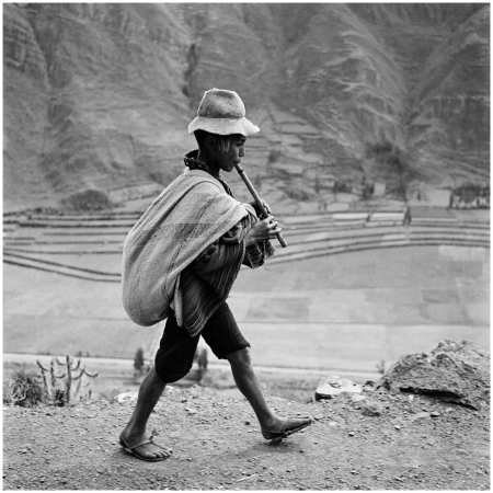 Sulla strada per Cuzco, near Pisac, Sagrado Valley river Urubamba. Perù, may 1954 Lat iconic Photo Werner Bischoff