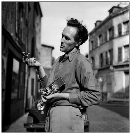 Werner Bischof fotografato da Ernst Haas, Parigi, Francia, 1950 © Magnum Photos