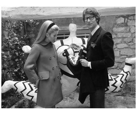 Catherine Deneuve all'inaugurazione della nuova boutique YSL nel cuore di Parigi, nel settembre del 1966 Ap