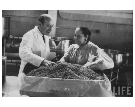 Helena Rubenstein (R), gesturing grinding ingredients