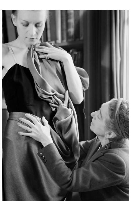Jeanne Lanvin draping fabric on a model Photo Laure Albin Guillot - Roger Viollet