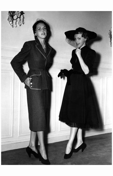 Model on left wears Carven suit, 1950 Modèles 'Les Couturiers Associés'