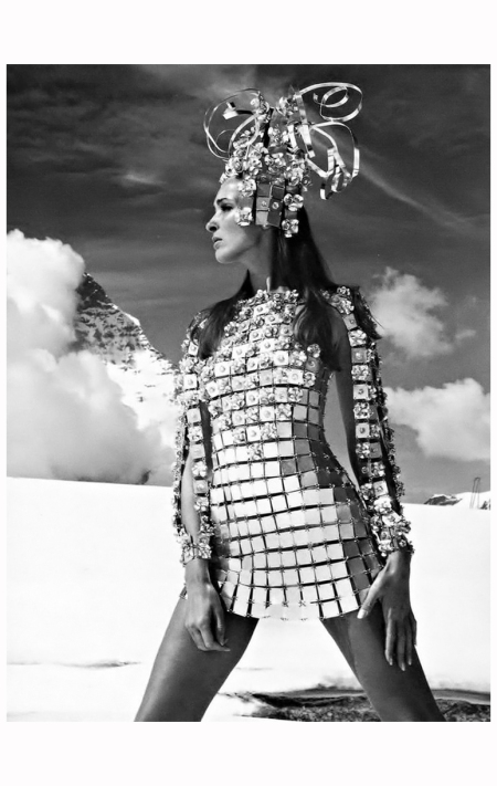 Aluminium chainmail dress by Paco Rabanne - Photo Gunnar Larsen, 1966