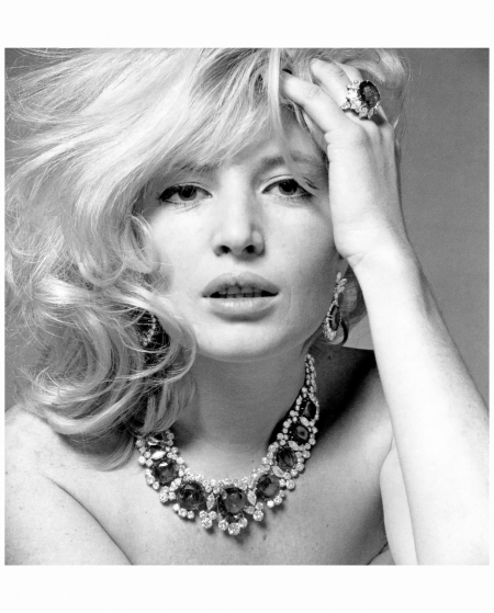 Monica Vitti wearing the Bulgari %22Seven Wonders%22 (named for the seven magnificent Columbian emeralds) necklace of platinum, emeralds and diamonds, photo by Karen Radkai, 1965