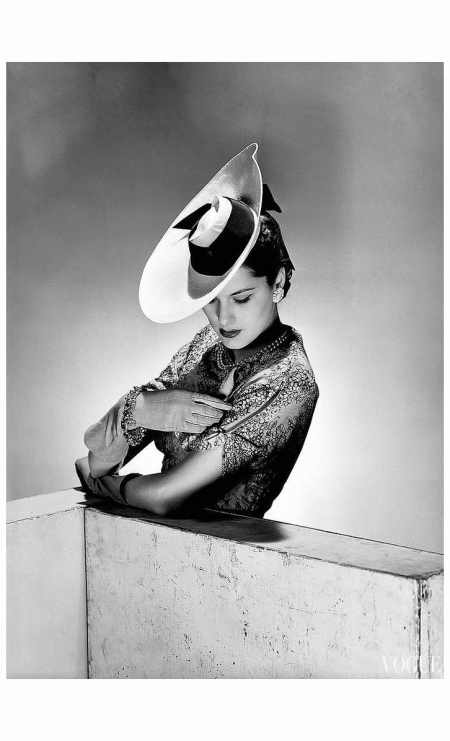 Fashion photo Vogue Studios, London, 1942 Photo Lee Miller