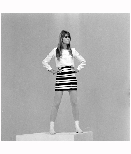 Francoise Hardy in mini skirt on the set ''Francoise Hardy blues'' of Jean Christophe Averty